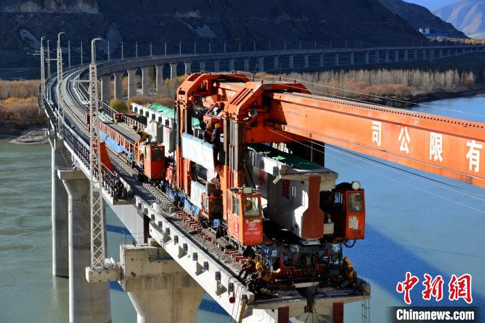 川藏铁路拉萨至林芝段施工第二次跨越雅鲁藏布江