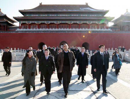 U.S.PresidentBarackObamavisitstheForbiddenCityinBeijingonNov.17,2009.(Xinhua/PangXinglei)