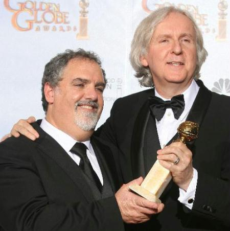 "James Cameron wins the best director award for his visually stunning box-office sensation ""Avatar"" at the Golden Globe awards ceremony held in Los Angeles Sunday night, Jan 18, 2010.(Xinhua/AFP Photo)"