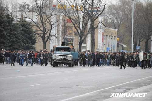 At least 17 people were killed and 180 others were injured in clash between police and opposition protesters in the capital city of Bishkek Wednesday, the Health Ministry said.