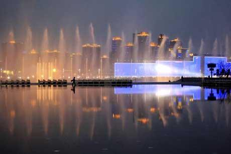 Gorgeous music fountain is performed during trial operation on the Huangpu River between the two parts of the Expo Park in Shanghai, east China, April. 22, 2010. (Xinhua/Wu Huang)