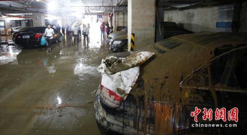 广州:地下车库遭大雨水浸
