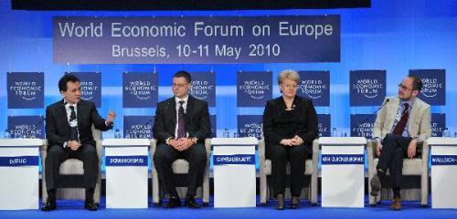 (L-R)SerbianDeputyPrimeMinisterBozidarDjelic,LatvianPrimeMinisterValdisDombrovskis,LithuanianPresidentDaliaGrybauskaiteandBelgianMinisterofEconomyandReformVicentVanQuickenborneattendtheclosingplenarysessionoftheWorldEconomicForumonEuropeinBrussels,capitalofBelgium,onMay11,2010.(Xinhua/WuWei)