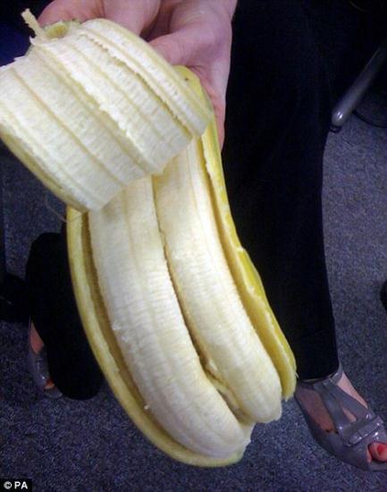 A-peeling:Thedoublefruitinsideasinglebananaskinwasdiscoveredbyacharityworker