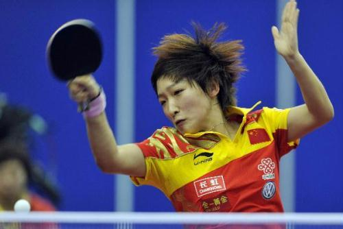 Liu Shiwen of China returns the ball to Debora Vivarelli of Italy during their women's team group A match at the 50th World Team Table Tennis Championships in Moscow, capital of Russia, May 23, 2010. Liu won 3-0 and China won 3-0. (Xinhua/Tao Xiyi)