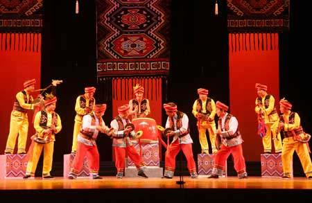 Ethnic Tujia performing Daliuzi-style dancing. [Photo: courtesy of China Quyi Artists Association]
