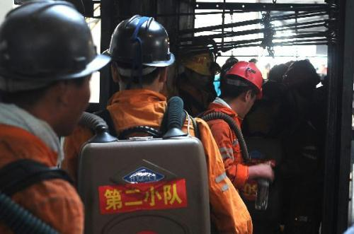 Firefighters work to rescue the trapped miners after explosives went off at the powder magazine of the Xingdong No.2 Mine in Weidong District of Pingdingshan City, Henan Province, June 21, 2010.(Xinhua Photo)