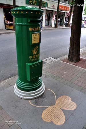 The mail drop guarding the entrance of the road. [Photo:travel.sina.com]