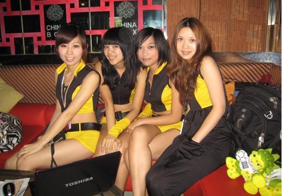 辣妹促销世界杯彩票,第一视频竞彩广州酒吧销售大热