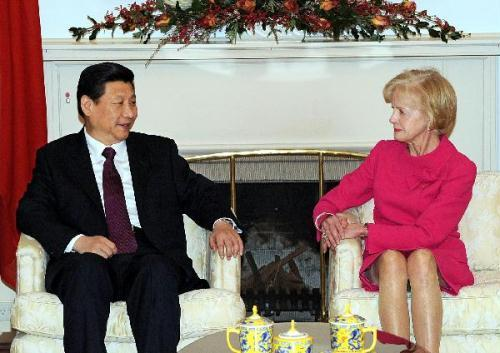 Chinese Vice President Xi Jinping (L) meets with Australian Governor-General Quentin Bryce in Canberra, Australia, June 22, 2010.(Xinhua/Rao Aimin)