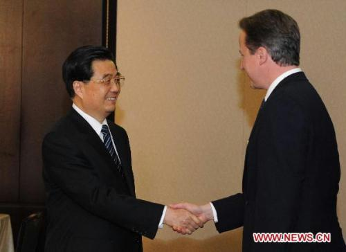 Chinese President Hu Jintao (L) meets with British Prime Minister David Cameron in Toronto, Canada, June 26, 2010. (Xinhua/Li Xueren)