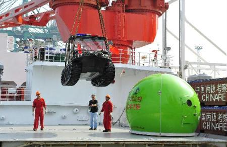 "Crew members work on the deck of the icebreaker Xuelong, or ""Snow Dragon"", the carrier for China's fourth scientific Arctic expedition, in Xiamen, southeast China's Fujian Province, on June 30, 2010. The Xuelong will set out on July 1. (Xinhua/Zhang Jiansong)"