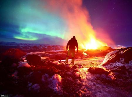 Purple and blue lights in the sky contrast with the bright yellow and red lava flowing from the Eyjafjallajokull volcano. Photographer James Appleton, from Cambridge of UK, captured these incredible shots. (Photo Source: sina.com)