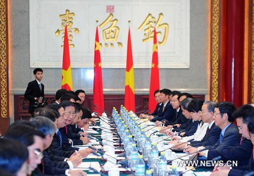 China and Vietnam agreed Thursday to properly deal with the maritime territorial issues in the South China Sea.(Xinhua Photo)