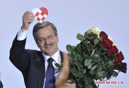 Bronislaw Komorowski, the candidate of Poland's ruling Civic Platform party (PO), gestures following the exit polls for the second round of presidential elections at his Party election headquarters in Warsaw, Poland, on July 4, 2010. (Xinhua/Wu Wei)