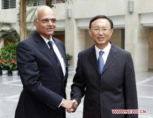 Chinese Foreign Minister Yang Jiechi (R) meets with visiting Indian prime ministerial special envoy Shiv Shankar Menon, who served as Indian National Security Advisor, in Beijing, capital of China, on July 4, 2010.(Xinhua/Ding Lin)