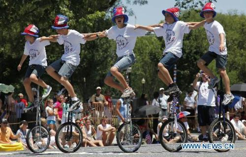 People perform stunt during the Independence Day parade in Washington D.C., capital of the United States, July 4, 2010. The United States celebrated its 234th Independence Day on Sunday.(Xinhua/Zhang Jun)