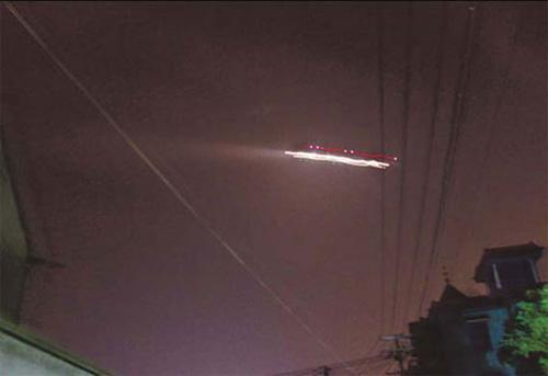 An unidentified flying object is seen in this photo taken by a resident in Xiaoshan district of Hangzhou, capital of East China's Zhejiang province, at 9 pm on Wednesday.(Source: China Daily)