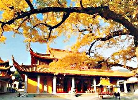 Located in eastern Zhejiang province, Fenghua is most famous for the Xuedou Mountain Scenic Area.