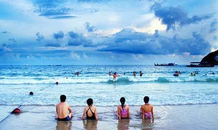 South China's Hainan Province plans to invest CNY3.52 trillion in the next 11 years to build the island into an international tourism island.