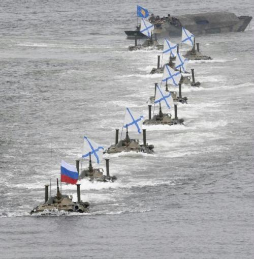 Russian navy holds military parade on the sea in celebration of Navy Day at the harbour of the Ukrainian Black Sea port of Sevastopol July 25, 2010. Russia marks its Navy Day on Sunday. (Xinhua/Reuters Photo)
