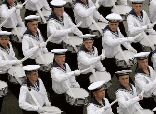 Russian soldiers attend a ceremony marking the Navy Day in Vladivostok, Russia, July 25, 2010.(Xinhua/Reuters Photo)