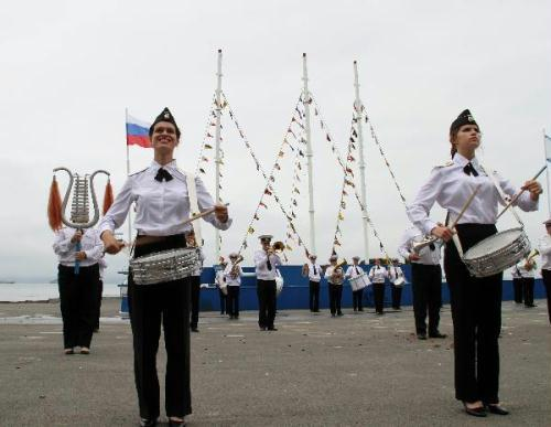 A Russian Naval Military band perform during a ceremony to mark the Navy Day in Vladivostok, Russia, July 25, 2010. The Russian Navy Day falls on the last Sunday of July every year. (Xinhua/Lu Guodong)