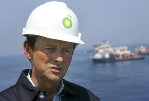 BP CEO Tony Hayward takes a first hand look at the recovery operations aboard the Discover Enterprise drill ship in the Gulf of Mexico 55 miles (89 km) south of Venice, Louisiana in this May 28, 2010 file photo. BP Plc's board will discuss the future of Hayward when it meets on July 26, 2010 to discuss the Gulf of Mexico oil spill and the firm's second-quarter results, sources familiar with the matter said.(Xinhua/Reuters Photo)