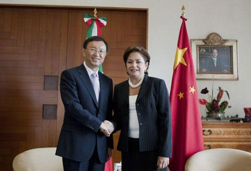 Mexican Foreign Minister Patricia Espinosa (R) meets with Chinese Foreign Minister Yang Jiechi at the official house of Los Pinos in Mexico City, capital of Mexico, July 29, 2010. (Xinhua/Bao Feifei)