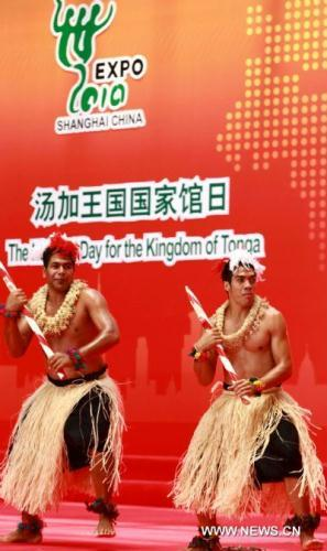 Dancers perform during a ceremony to celebrate the National Pavilion Day for the Kingdom of Tonga at the 2010 World Expo in Shanghai, east China, on Aug. 2, 2010. (Xinhua/Pei Xin)