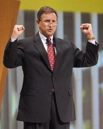 Mark Hurd, chief executive officer and president of HP, delivers his keynote presentation during the HP Technology Forum at the George R. Brown convention center in Houston September 18, 2006. (Xinhua/Reuters file photo)