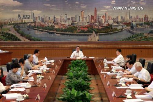 WuBangguo(C),chairmanoftheStandingCommitteeofChina'sNationalPeople'sCongress(NPC),thecountry'stoplegislature,presidesoverthe48thchairpersons'meetingofthe11thNPCStandingCommitteeattheGreatHallofthePeopleinBeijing,capitalofChina,Aug.16,2010.(Xinhua/LiuWeibing)