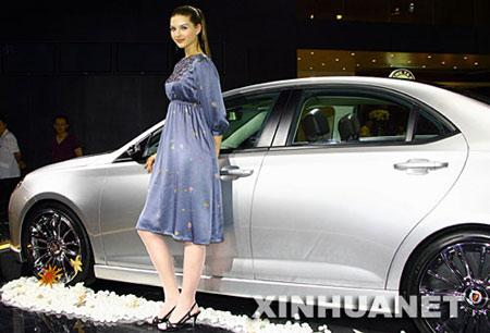 A model poses by a car at Dalian International Auto Industry Exhibition opened in Dalian, a coastal city of northeast China's Liaoning Province on Aug. 19, 2007. Attracting over 300 companies from both home and abroad with about 800 entire cars, the exhibition covered an area of 80 thousand square meters and would last for four days. (Xinhua Photo)