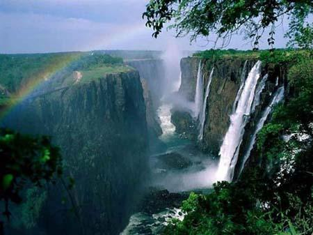 No. 1 Victoria waterfall, Zambian and Zimbabwe (Photo Source: gb.cri.cn)