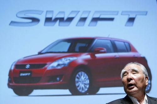 Suzuki Motor Corp Chief Executive Osamu Suzuki poses with a remodelled Swift at its unveiling ceremony in Tokyo August 26, 2010. Suzuki Motor Corp said on Thursday it wants to sell more than 2 million units of its fully remodelled Swift compact car cumulatively worldwide.(Xinhua/Reuters Photo)
