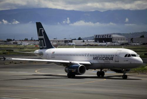 A Mexicana airlines plane is seen at the Benito Juarez international airport in Mexico City August 22, 2010. Xinhua/Reuters File Photo)