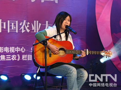 任月丽天使的翅膀_西单女孩任月丽演唱《天使的翅膀》