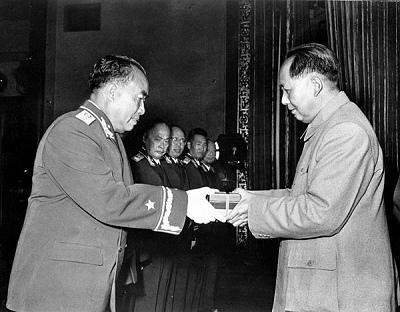毛泽东/毛泽东授予朱德元帅军衔