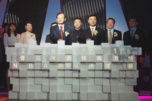 nba中国首席运营官钱军,青岛啤酒股份有限公司营销中心副总裁杨华江,g