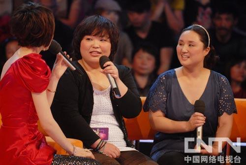 胖女孩丁怡羽和妈妈