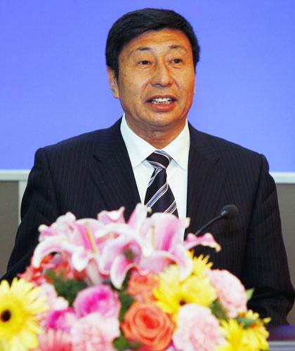 青岛港集团董事局主席,总裁常德传发言