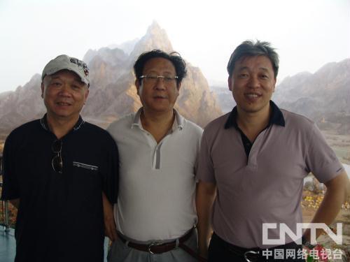 秘书长张华(右)、常务理事徐广顺(左)、会员唐蒙(中)