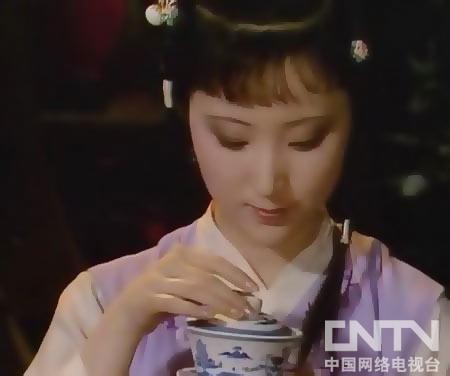 三伏天不能吃冰,顶多将茶壶浸在井水里有点凉意就行