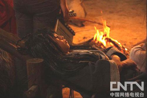 小演员在高温、多烟的片场险些晕倒
