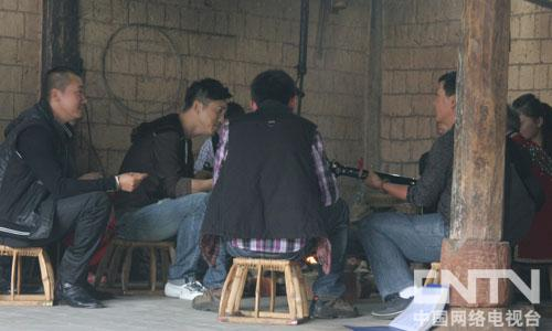 庾澄庆与音乐爱好者围炉而坐