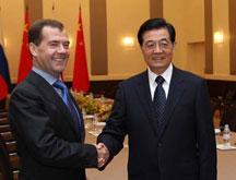 Rencontre des présidents chinois et russe à Cannes