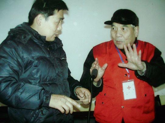 王副站长在向农村基层干部作社会公益、慈善宣传