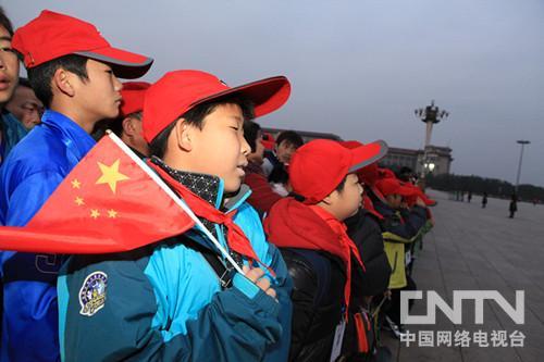 11月6日清晨,等待天安门广场升旗仪式