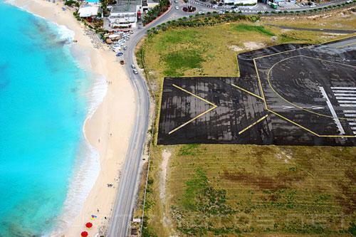 茱莉安娜公主国际机场是一个位于加勒比海圣马丁岛荷属部分的国际机场