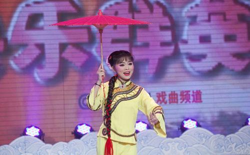 胡慧慧表演黄梅戏《推车赶会》选段